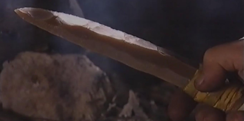 Couverture du film Objets archéologiques - Le poignard sur lame