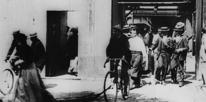 Couverture du film La Sortie des usines
